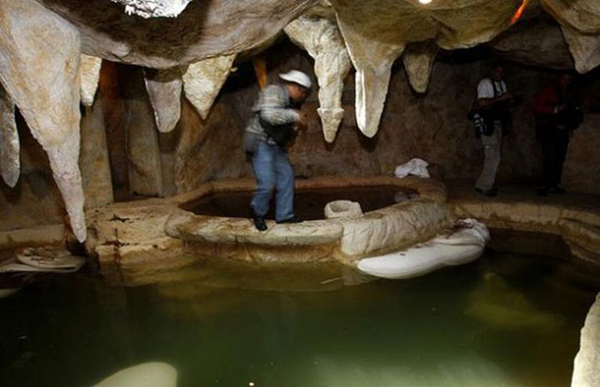 e69e98b83d_05-Man-made-cave-and-hot-tub-inside-the-home