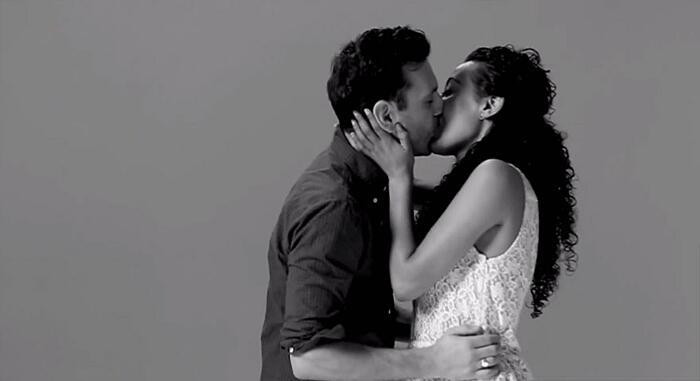 Estranei che si baciano per la prima volta, First Kiss