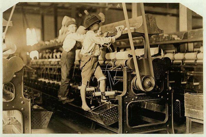 Le foto shock dei bambini al lavoro negli USA nei primi 900