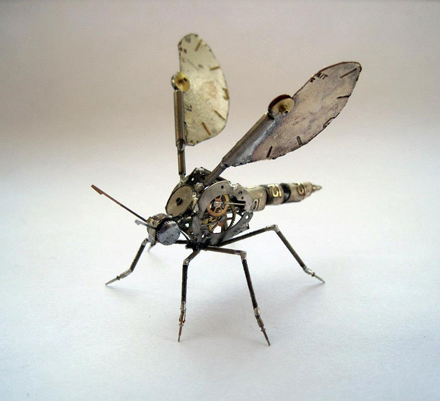 artist-constructs-spine-chilling-insects-and-spiders-from-re
