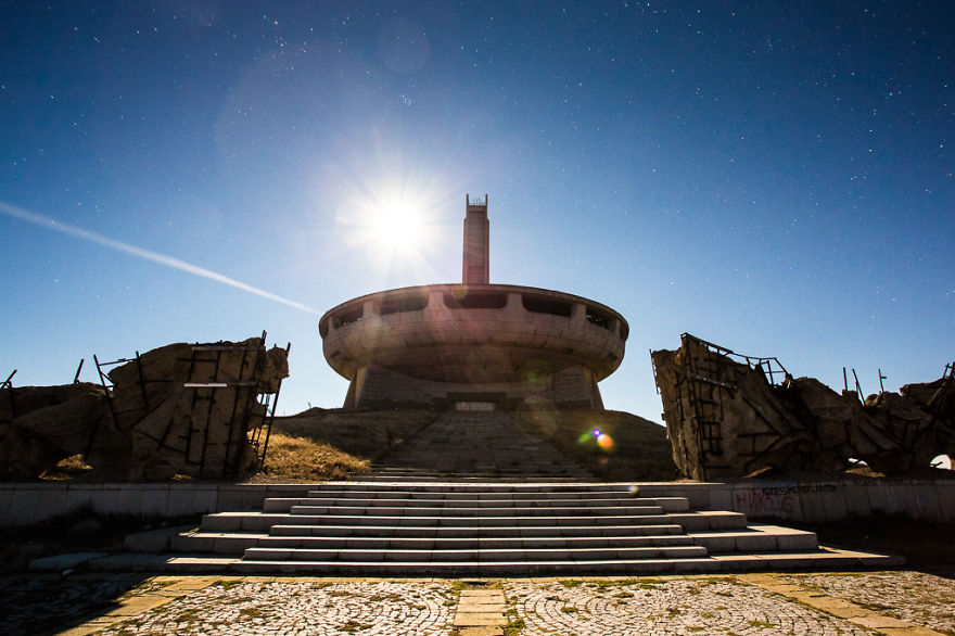buzludzha-communist-party-bulgaria2__880