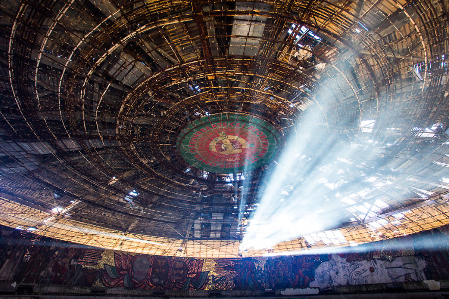 buzludzha-communist-party-bulgaria6__880