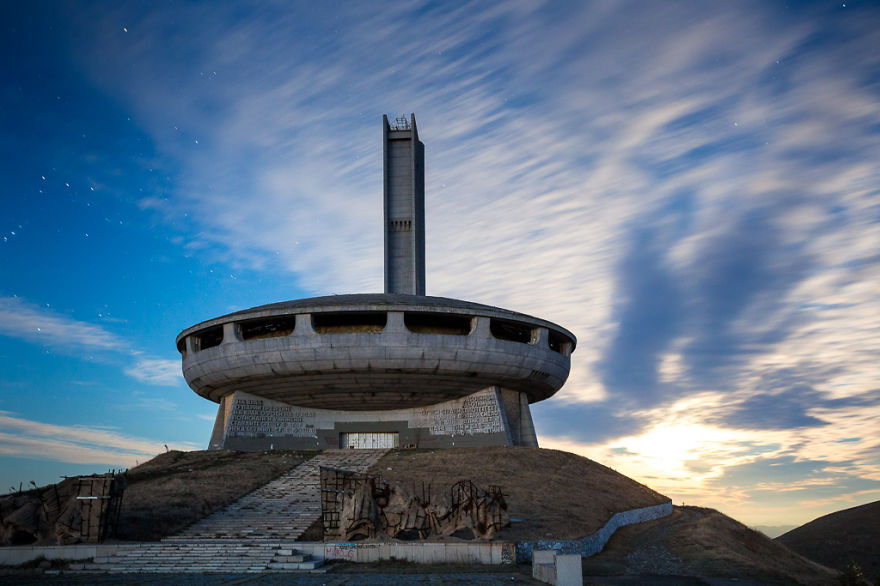 buzludzha-communist-party-bulgaria9__880