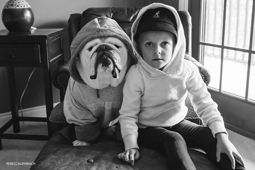 girl-english-bulldog-friendship-photography-lola-harper-_017