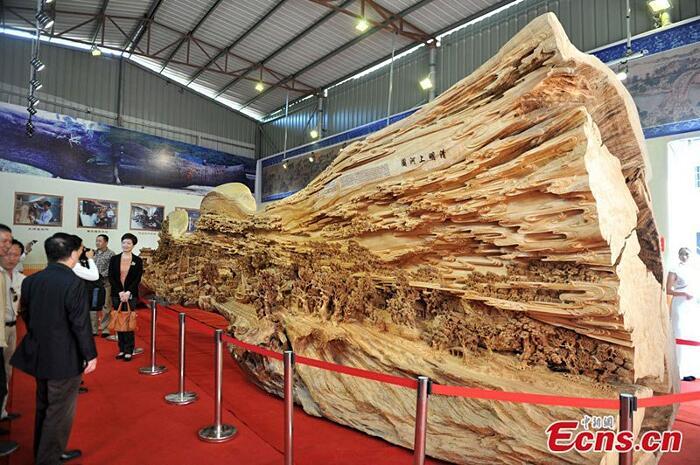 Scultura Di Legno Più Lunga Del Mondo Zheng Chunhui