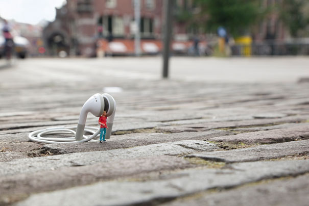 slinkachu-little-people-noise-1