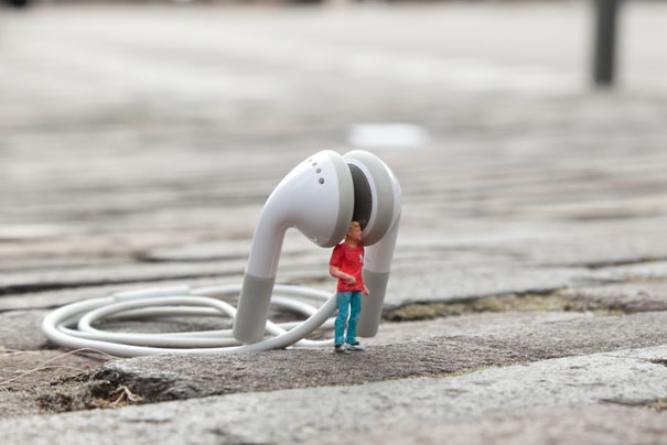 slinkachu-little-people-noise-2