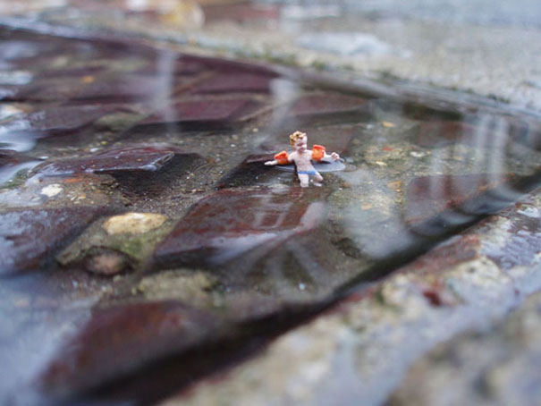slinkachu-little-people-pool-1