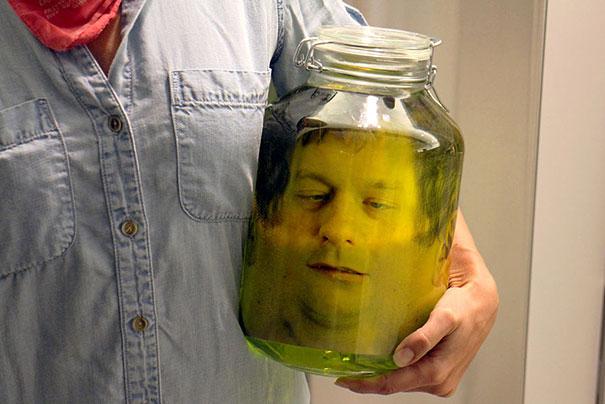 scherzo-testa-decapitata-vetro