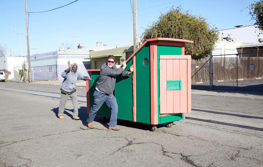 casette-rifiuti-riciclati-senzatetto
