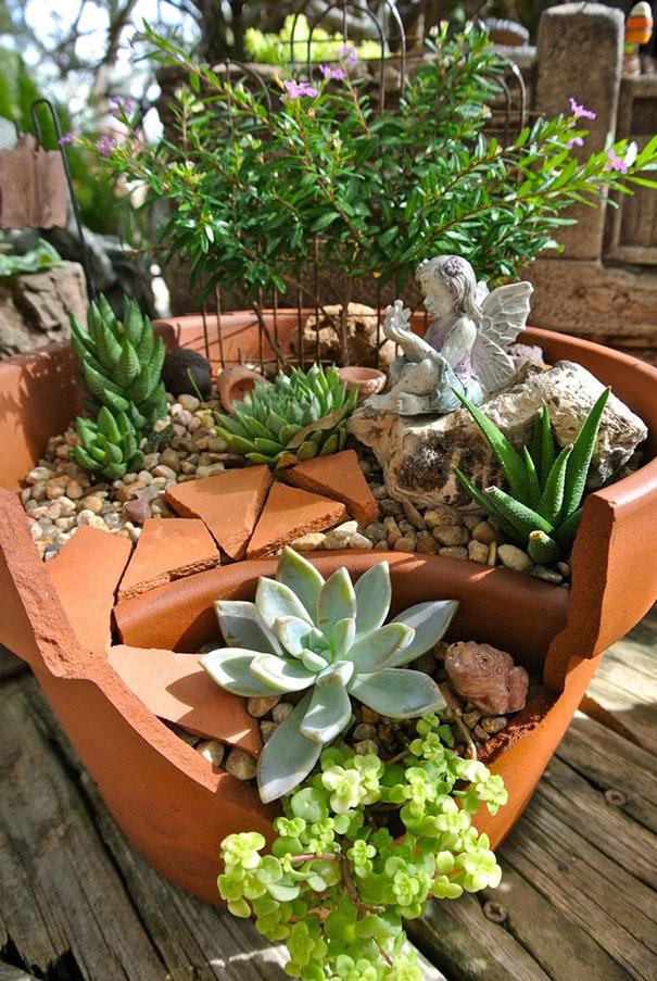vaso-rotto-giardino-composizione