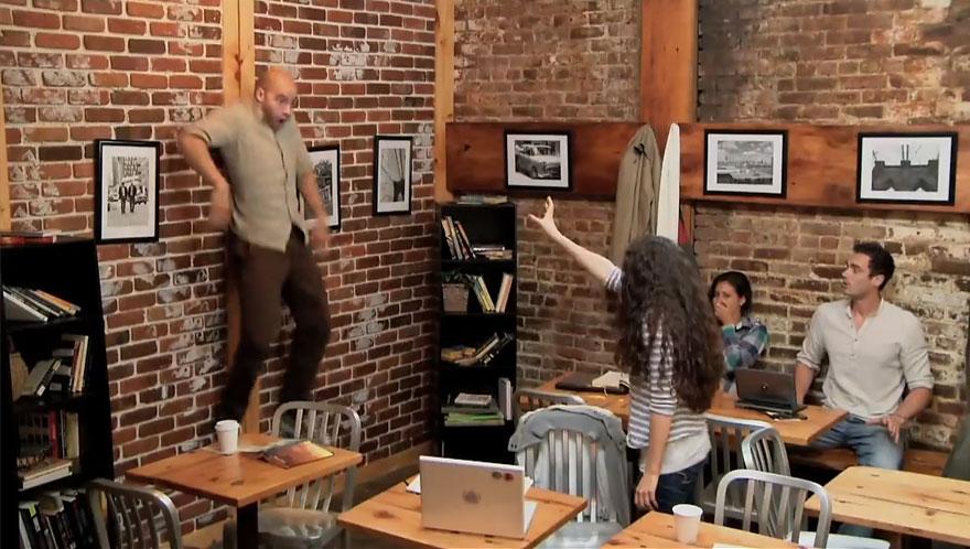 video-scherzo-telecinesi-coffee-shop