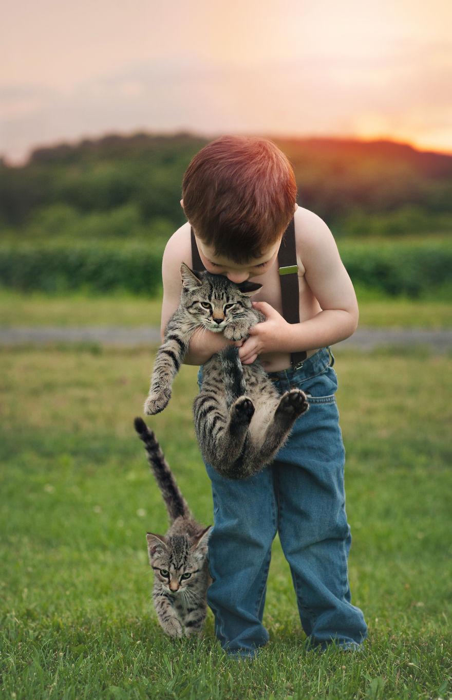 bambini-che-giocano-con-gatti-fotografia-03