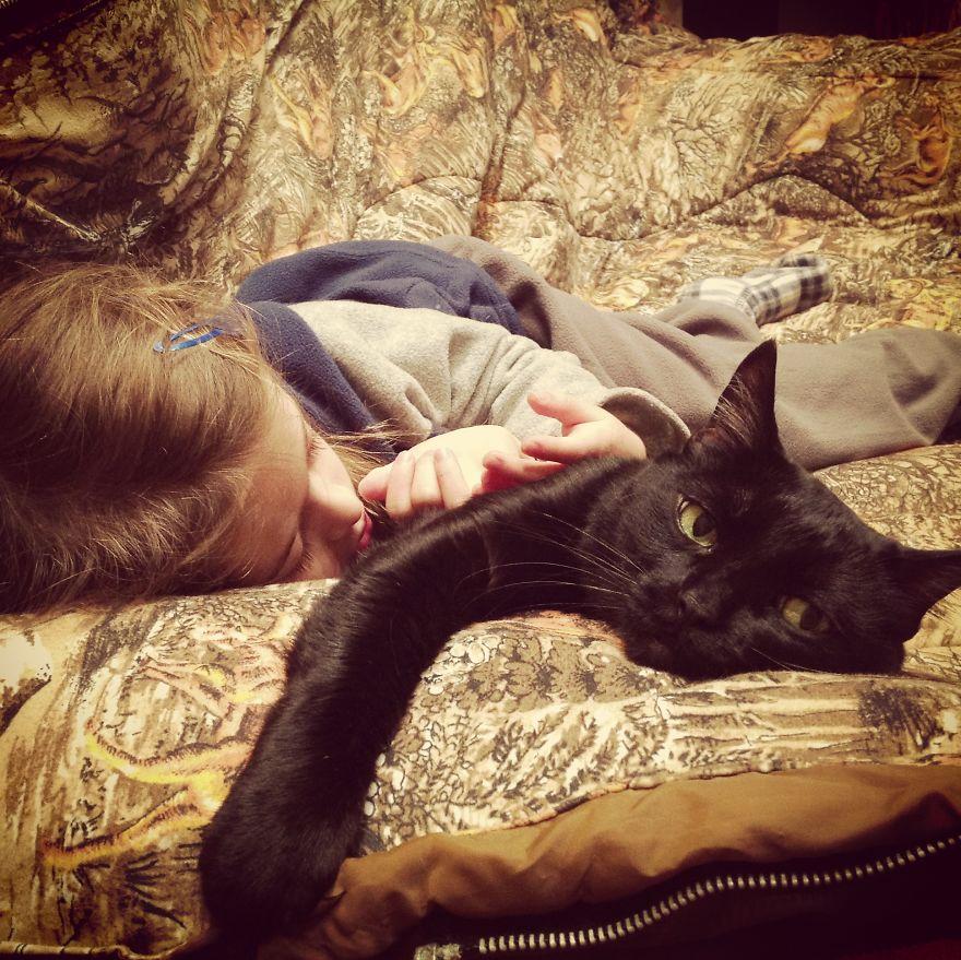 bambini-che-giocano-con-gatti-fotografia-19