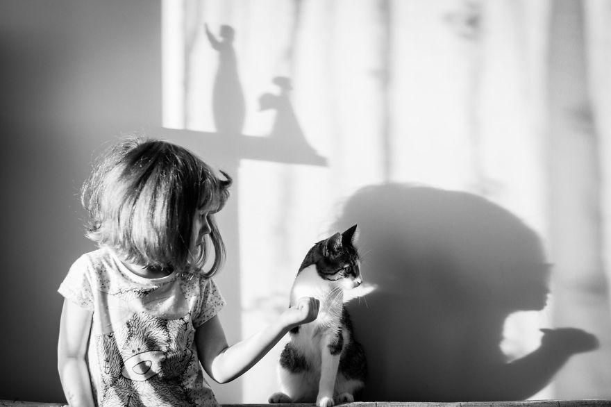 bambini-che-giocano-con-gatti-fotografia-24