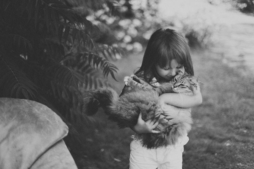 bambini-che-giocano-con-gatti-fotografia-29
