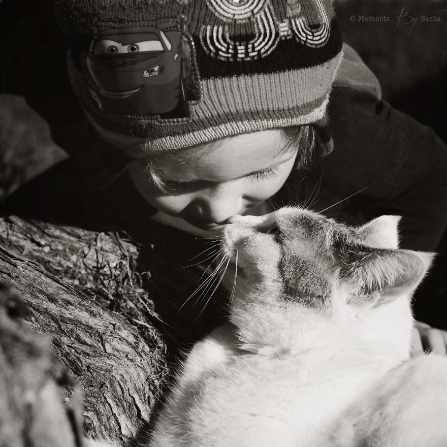 bambini-che-giocano-con-gatti-fotografia-35