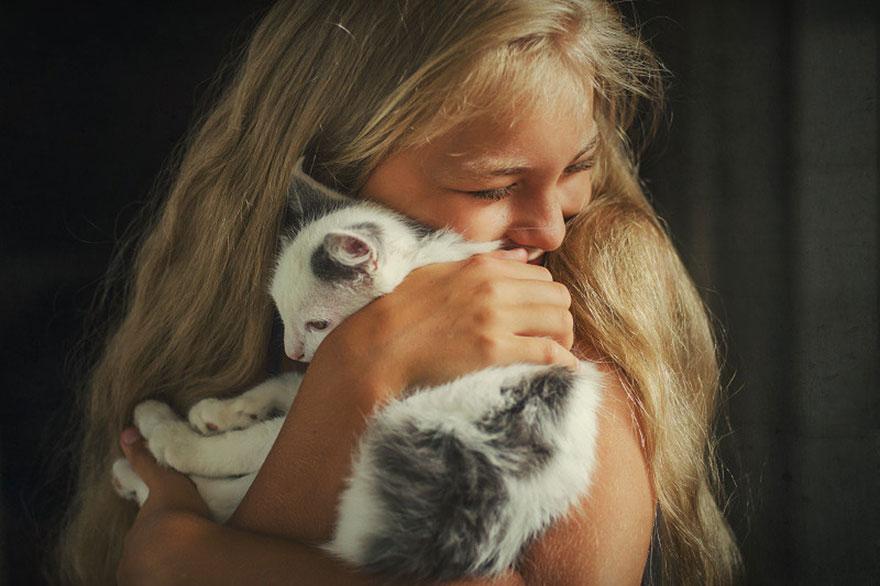 bambini-che-giocano-con-gatti-fotografia-44