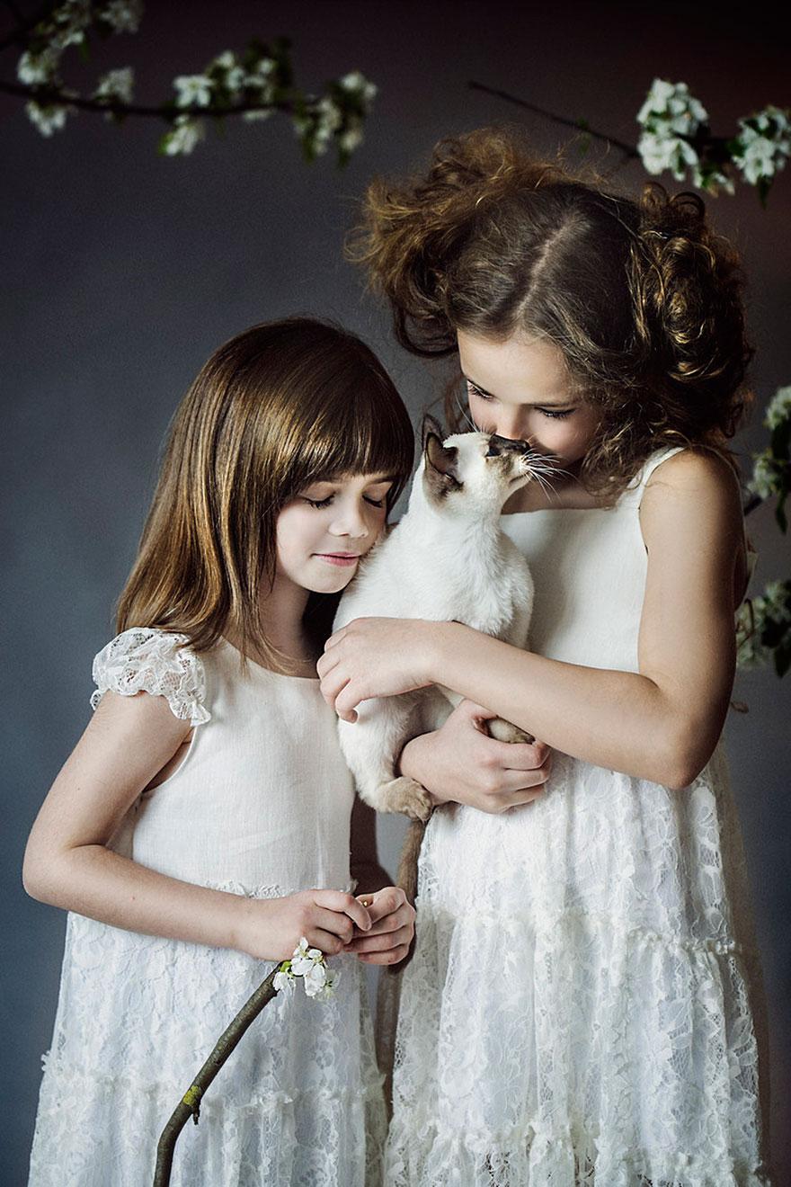 bambini-che-giocano-con-gatti-fotografia-45