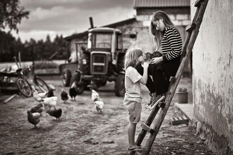 bambini-che-giocano-con-gatti-fotografia-49