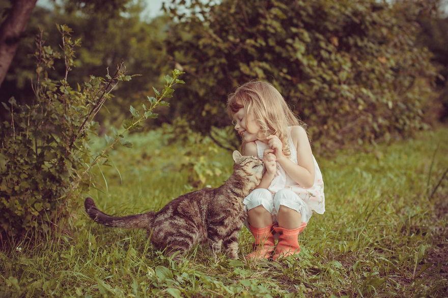 bambini-che-giocano-con-gatti-fotografia-53