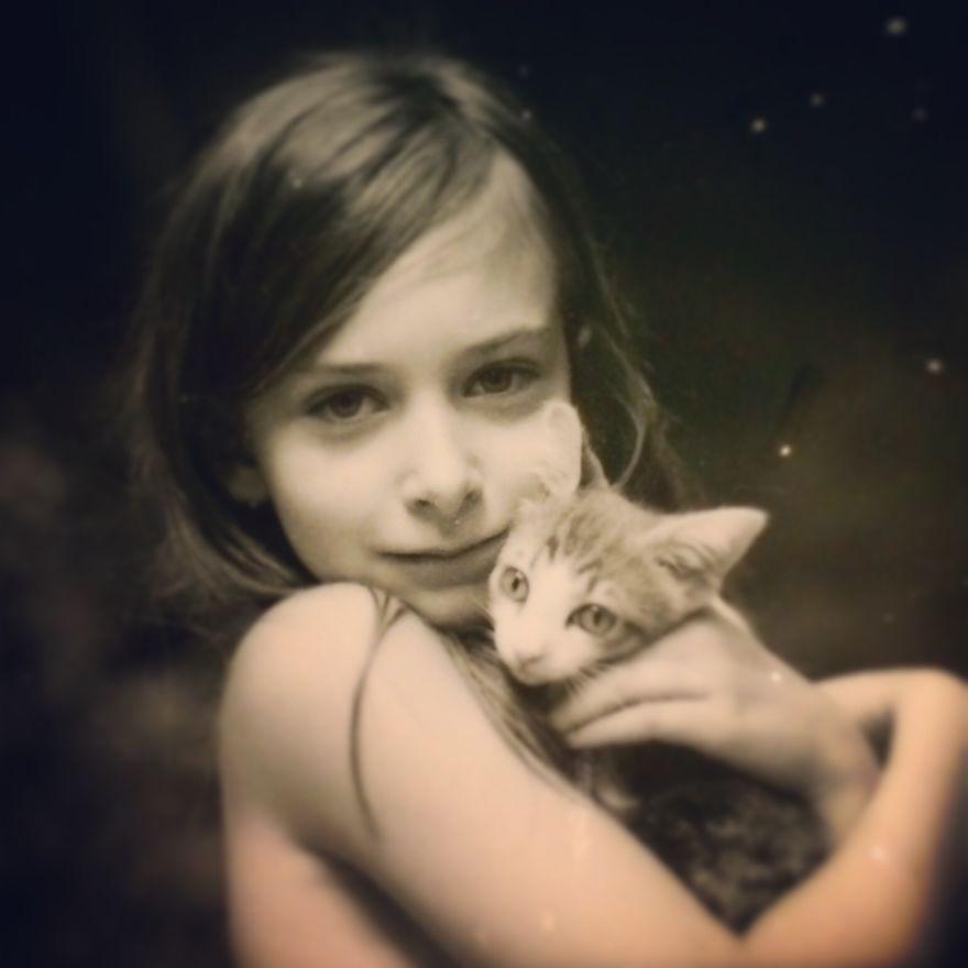 bambini-che-giocano-con-gatti-fotografia-57