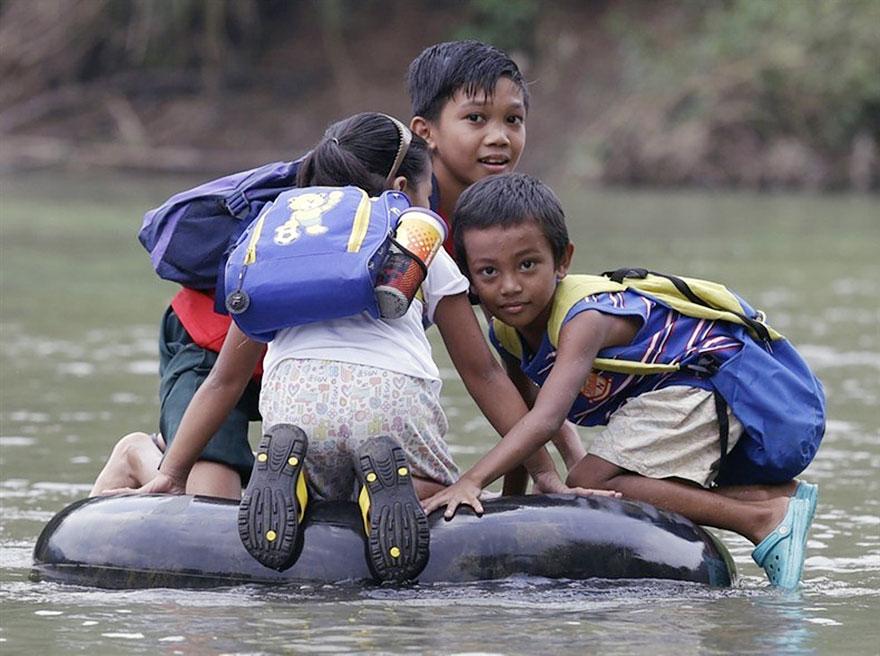 bambini-che-vanno-a-scuola-nel-mondo