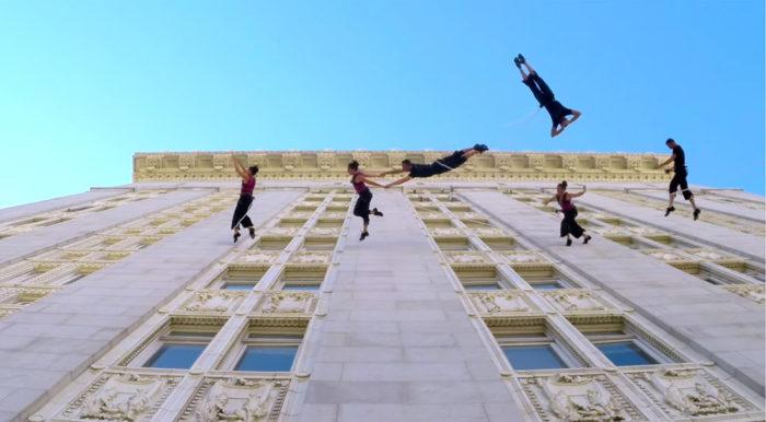 danza-aerea-sospesi-palazzo-1