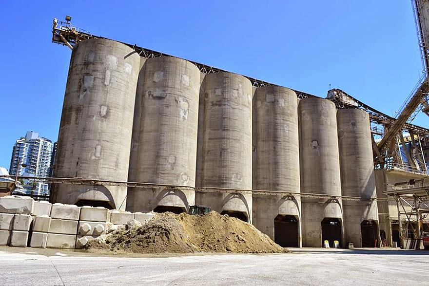 giganti-street-art-murali-industrial-silos-os-gemeos-11