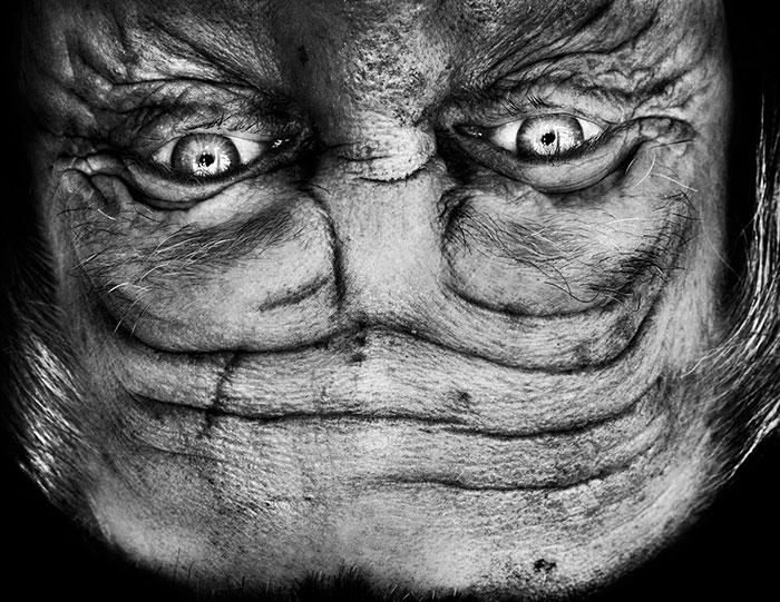 ritratti-fotografici-sottosopra-alieni-alienation-Anelia-Loubser-02