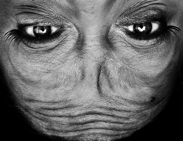 ritratti-fotografici-sottosopra-alieni-alienation-Anelia-Loubser-06