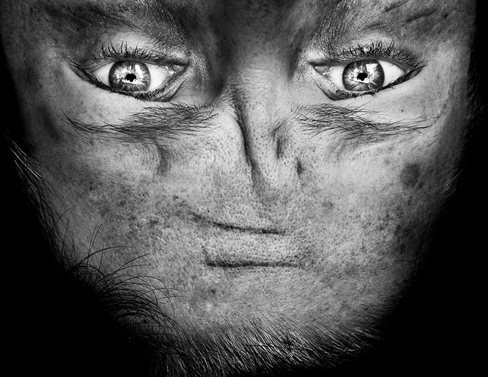 ritratti-fotografici-sottosopra-alieni-alienation-Anelia-Loubser-07