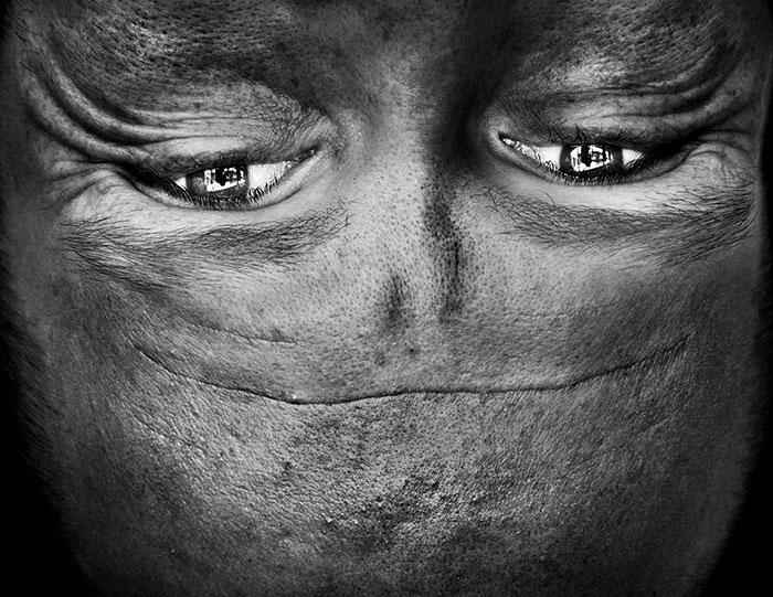 ritratti-fotografici-sottosopra-alieni-alienation-Anelia-Loubser-11