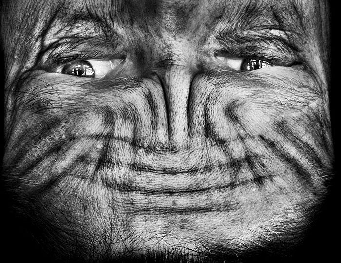 ritratti-fotografici-sottosopra-alieni-alienation-Anelia-Loubser-12