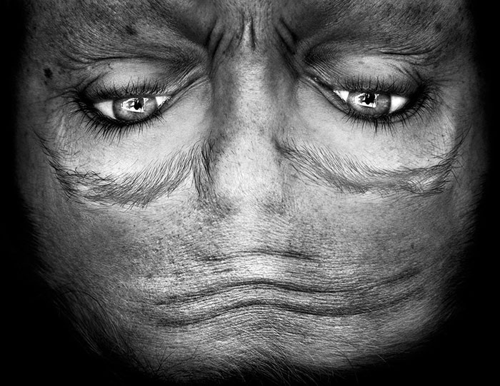 ritratti-fotografici-sottosopra-alieni-alienation-Anelia-Loubser-13