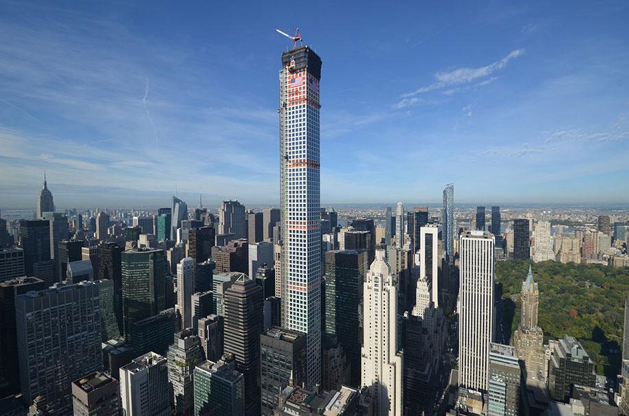 Vivere in un attico da 95 milioni di dollari a 425 metri for Piscina grattacielo