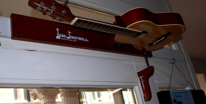 chitarra-porta-campanello-2