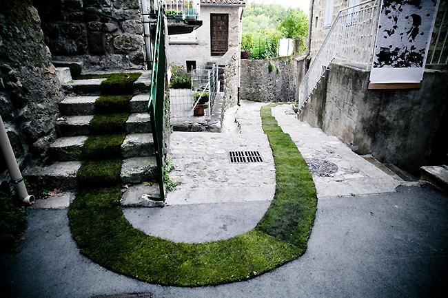 jaujac-tappeto-erba-verde-francia-4