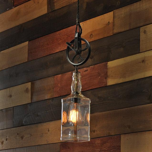 Lampadari, appliques e lampade in stile industriale creati con bottiglie rici...