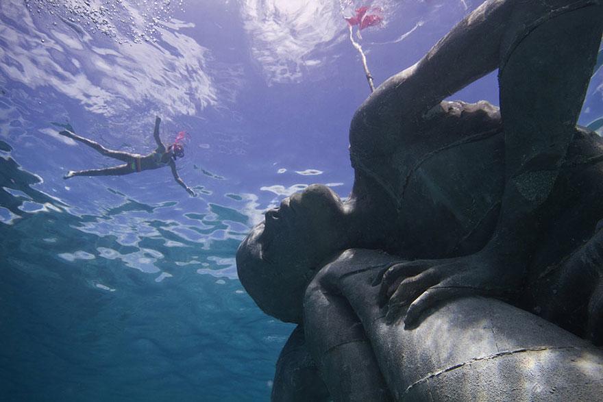 ocean-atlas-atlante-bahamas-scultura-statua-immersa-jason-decaires-3