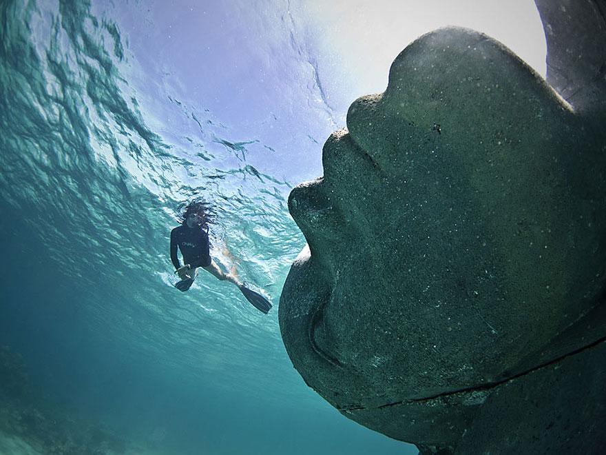 ocean-atlas-atlante-bahamas-scultura-statua-immersa-jason-decaires-4