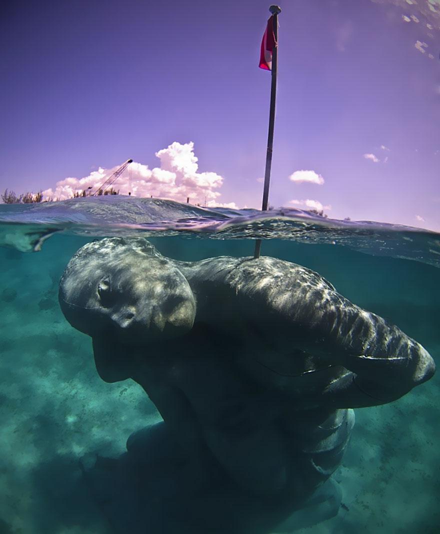 ocean-atlas-atlante-bahamas-scultura-statua-immersa-jason-decaires-5