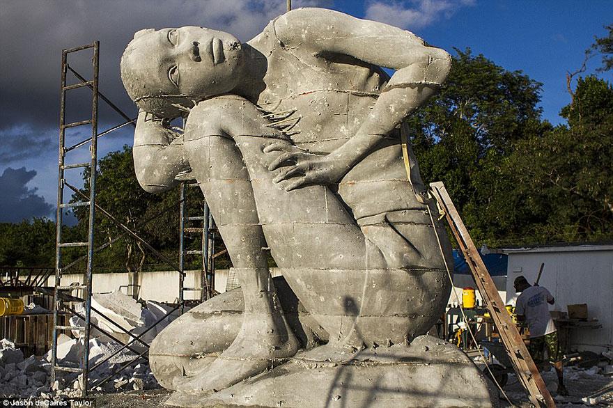 ocean-atlas-atlante-bahamas-scultura-statua-immersa-jason-decaires-6
