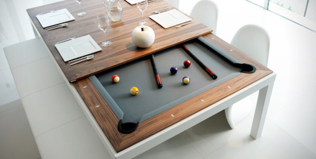 un tavolo da pranzo che diventa tavolo da biliardo in un