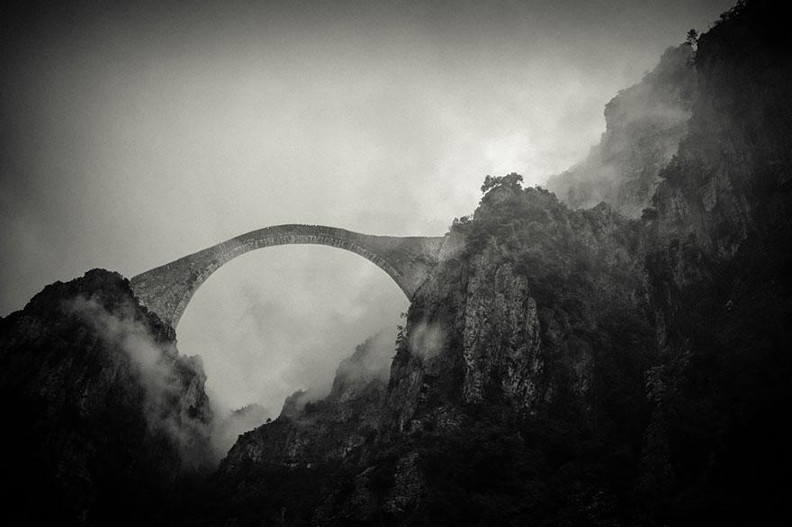 vecchi-antichi-ponti-misteriosi-nel-mondo-33
