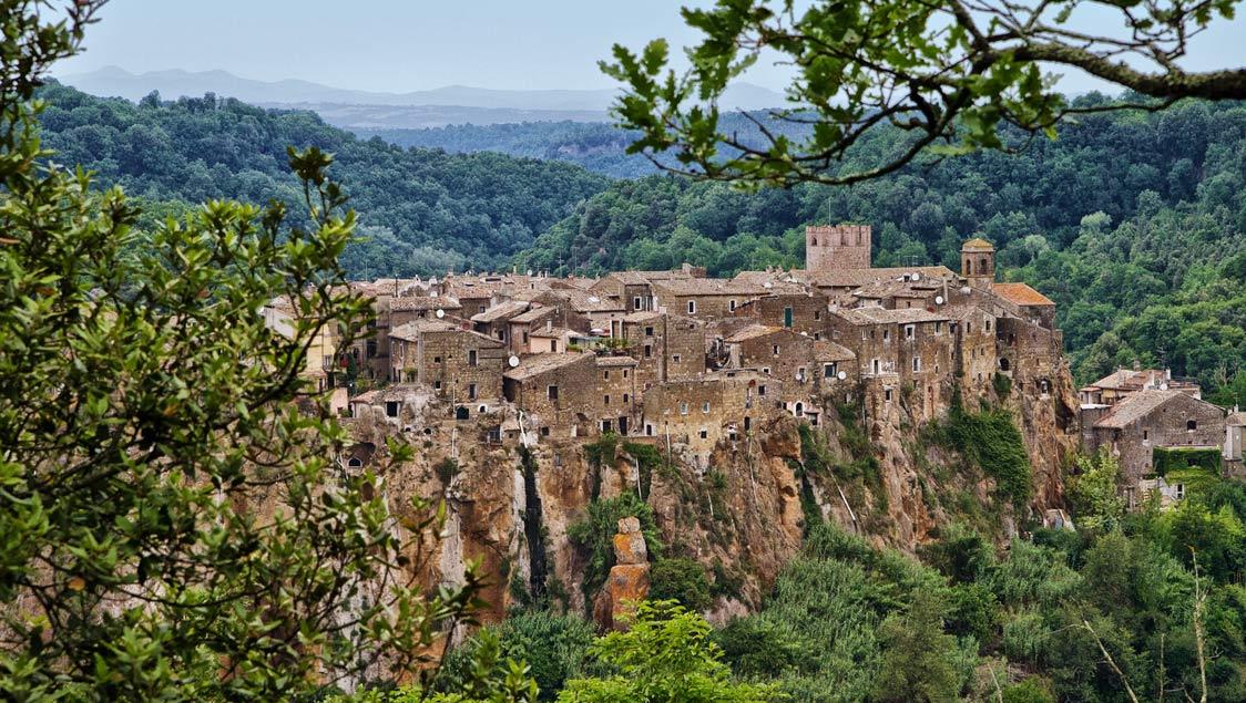 20 luoghi incantati e da favola in Italia, Calcata, Viterbo, Lazio