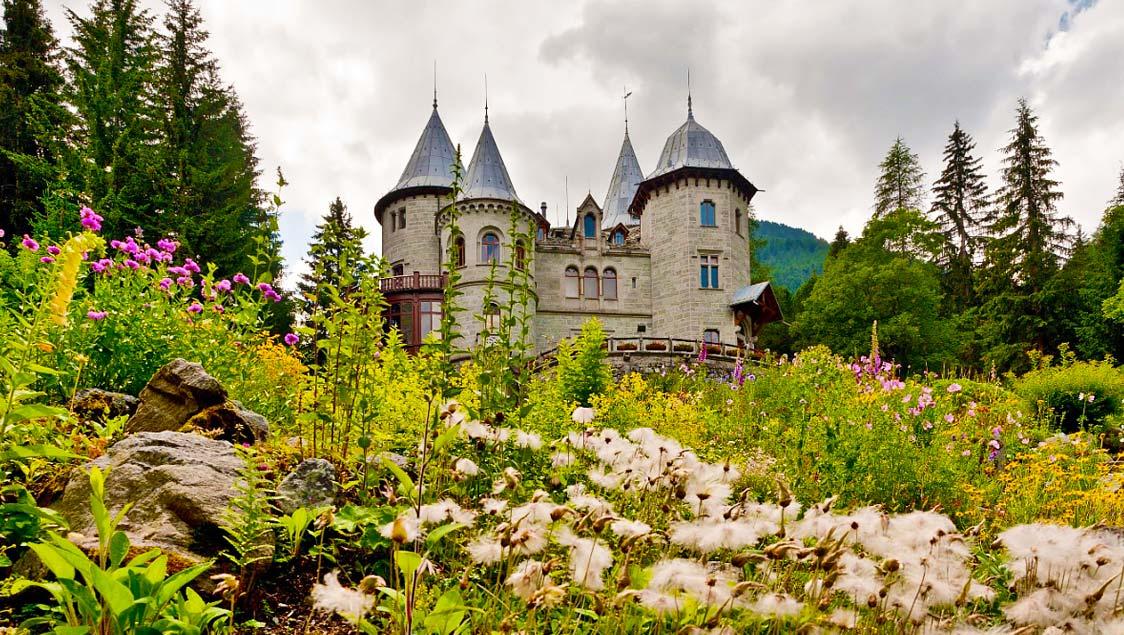 20 luoghi incantati e da favola in Italia, Castel Savoia, Valle d'Aosta