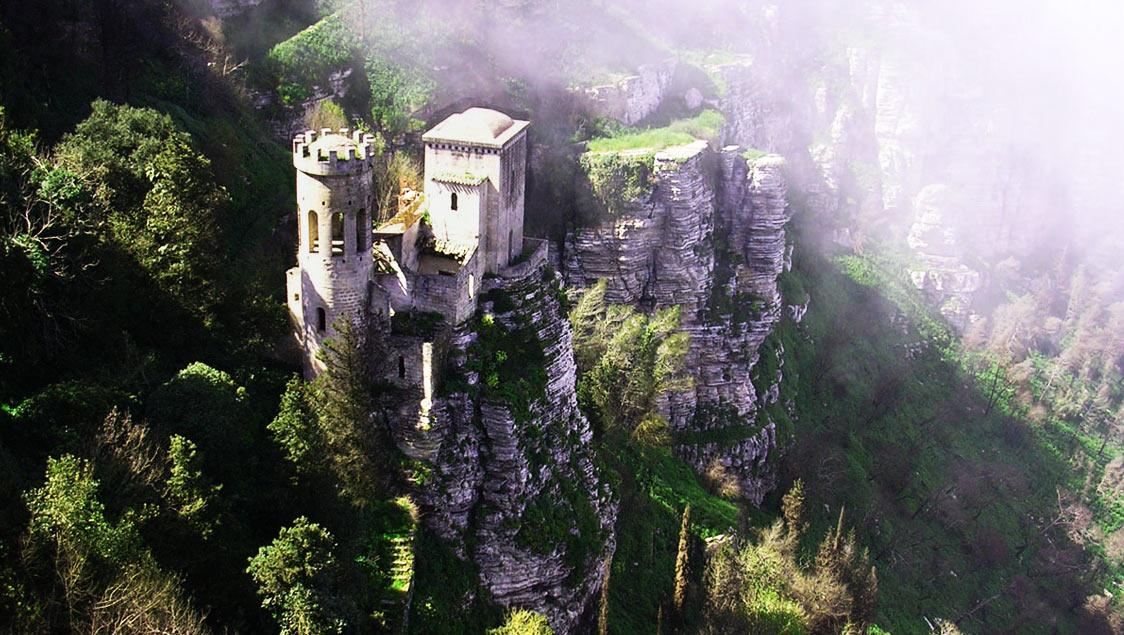 20 luoghi incantati e da favola in Italia, Erice, Trapani, Sicilia