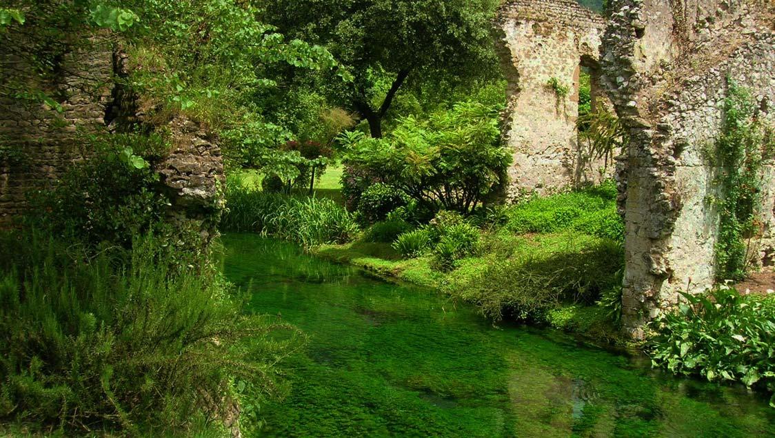 20-luoghi-incantati-da-favola-in-italia-giardino-di-ninfa