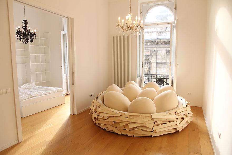 letto-design-nido-gigante-uccello-uova-oge-4